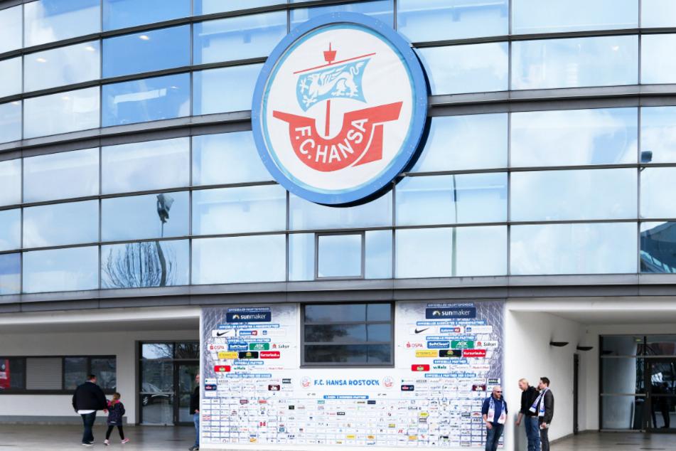 Der FC Hansa Rostock sieht die Ungleichbehandlung der Vereine kritisch.