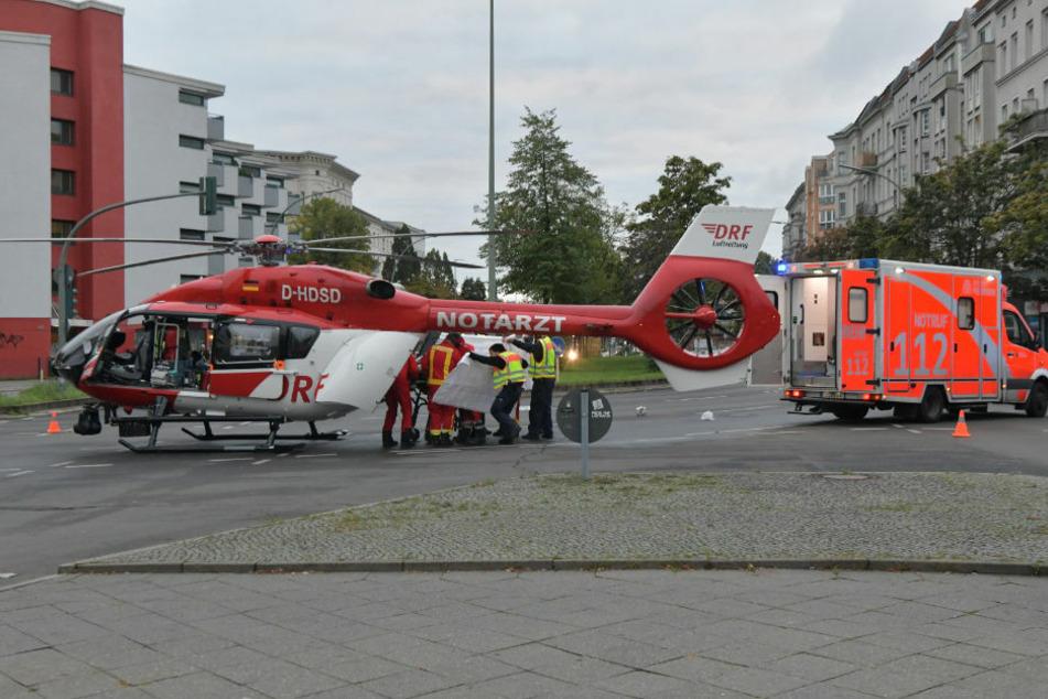 Ein siebenjähriger Junge konnte von den Feuerwehrleuten zunächst wiederbelebt werden und wurde mit einem Rettungshubschrauber in ein Krankenhaus geflogen.