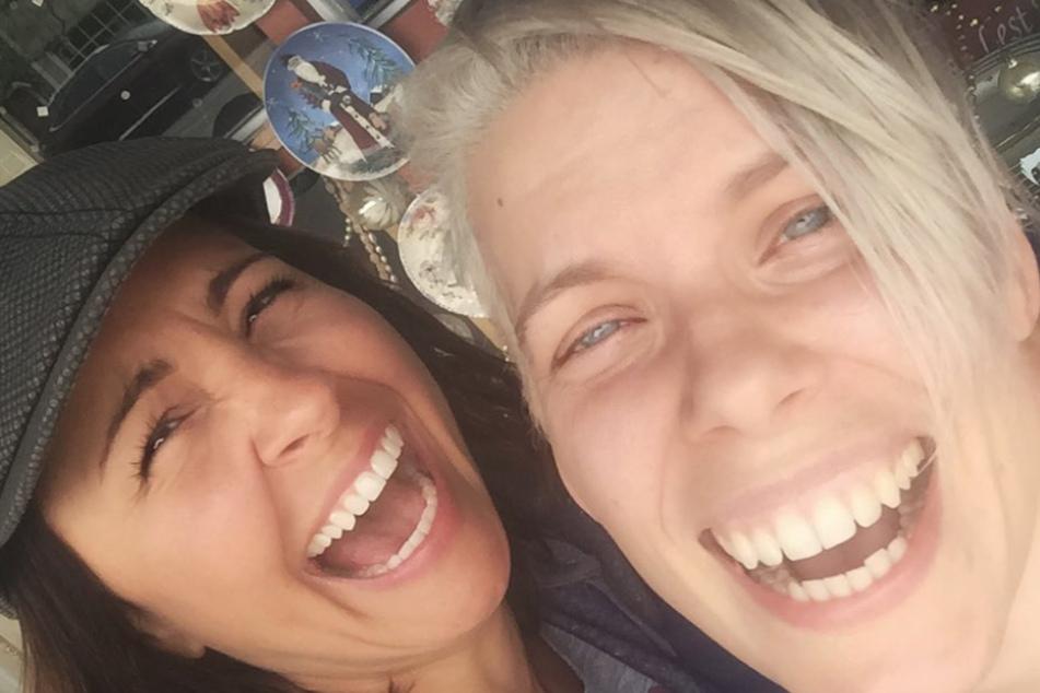 """Zusammen mit ihrer Freundin Nikki startete Molly den Podcast """"Dying for Sex"""", um Frauen in ähnlichen Situationen Mut zu machen."""