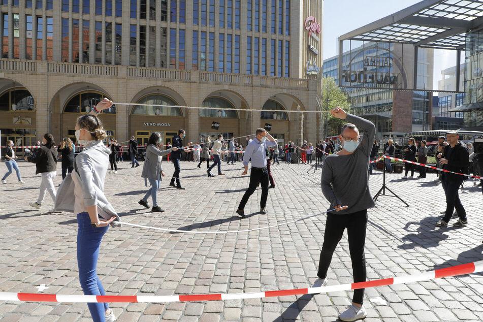 Chemnitzer Tanzschulen zeigen, dass Tanzen auch zu Corona-Zeiten - mit Abstand und Mundschutz - möglich ist.