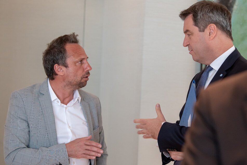 Thorsten Glauber (50, l., Freie Wähler), Staatsminister für Umwelt und Verbraucherschutz, und Markus Söder (54, CSU), Ministerpräsident von Bayern. (Archiv)