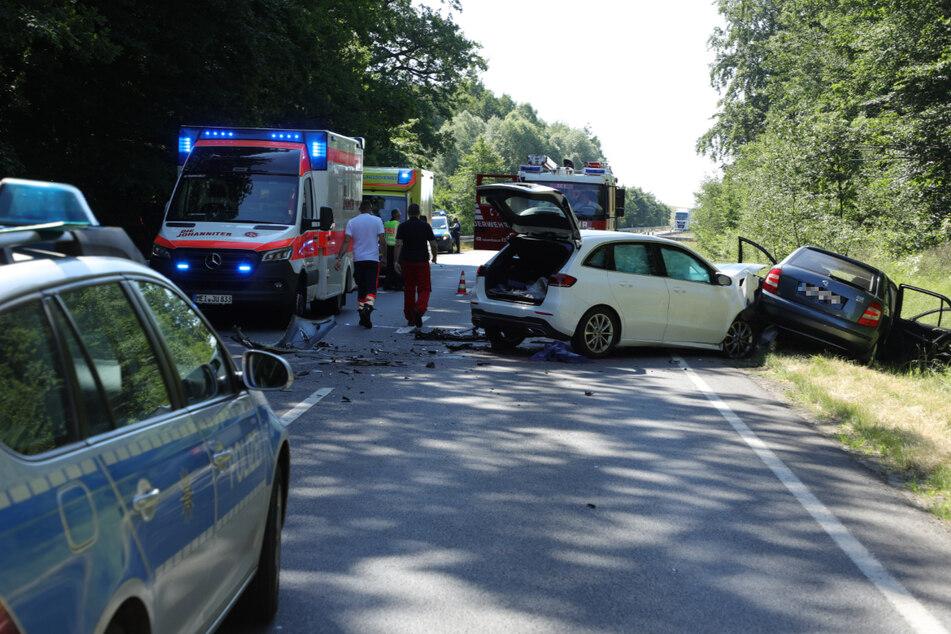 Polizei, Rettungsdienst und Feuerwehr an der Unfallstelle.
