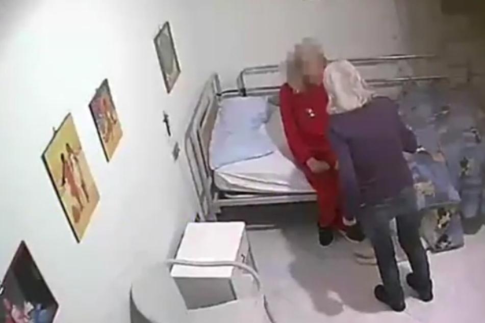 Schockierende Aufnahme: Alte Menschen in Pflegeheim schwer misshandelt