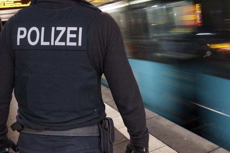 Die Polizei ermittelt wegen einer sexuellen Belästigung in einer U-Bahn der Linie U4 in Frankfurt am Main (Symbolbild).