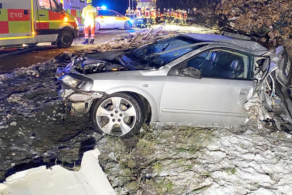 Dramatischer Unfall auf A70: Lkw rast in Pannenauto und schiebt es zusammen