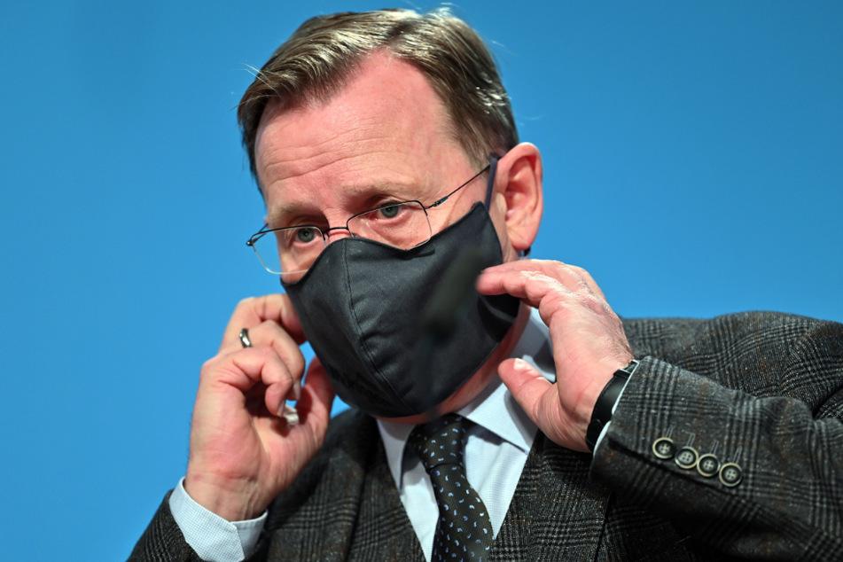 Bodo Ramelow (64, Die Linke), Ministerpräsident von Thüringen, kündigte an, dass es zu Weihnachten und Silvester keine Lockerungen geben wird.