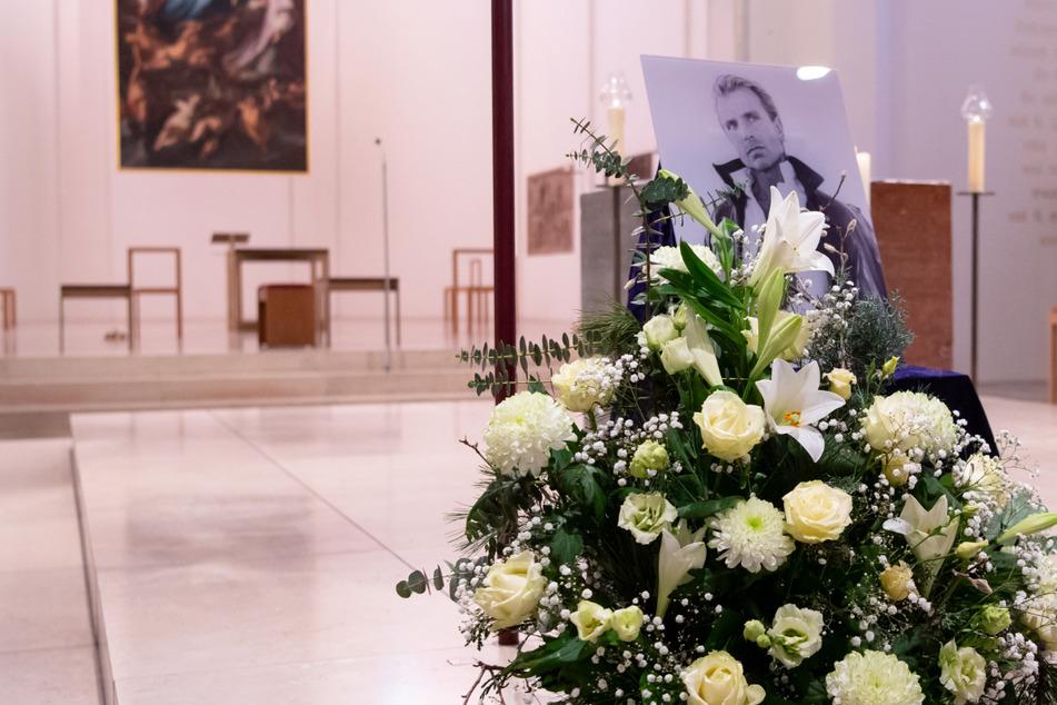 Familienangehörige nehmen Abschied von Magier Siegfried Fischbacher