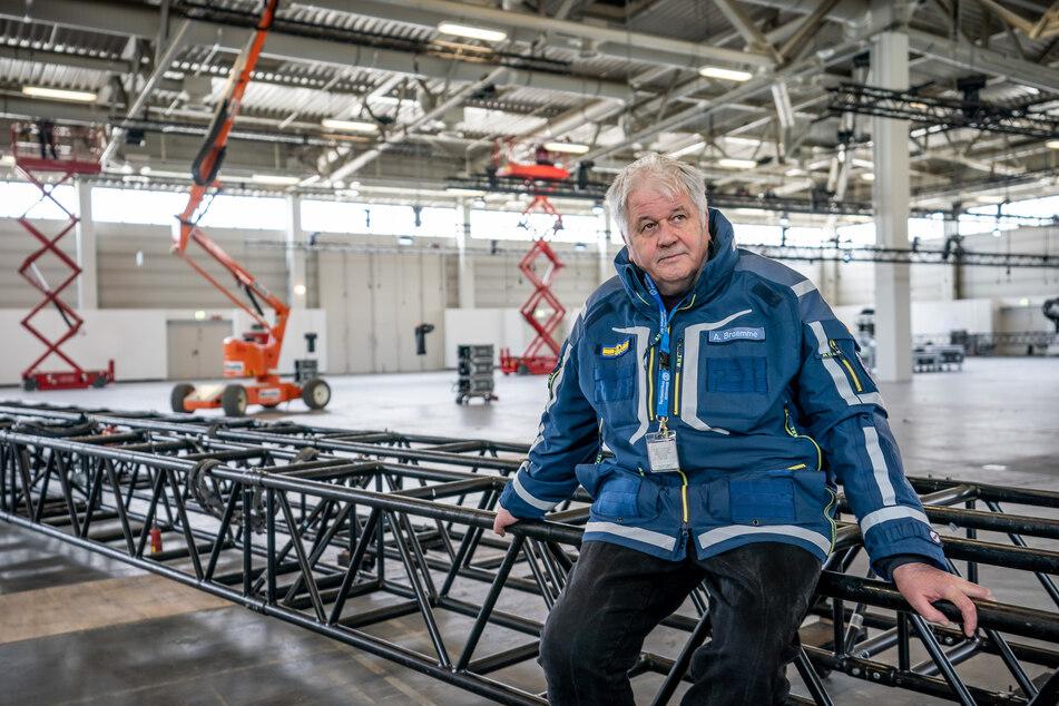 """Albrecht Broemme, Projektleiter, aufgenommen auf der Baustelle vom """"Corona- Behandlungszentrum Jaffestraße""""."""
