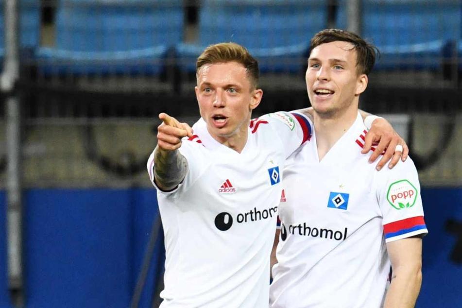 Sonny Kittel (28, links) und Robin Meißner (21) jubeln gemeinsam über einen Treffer. (Archivfoto)