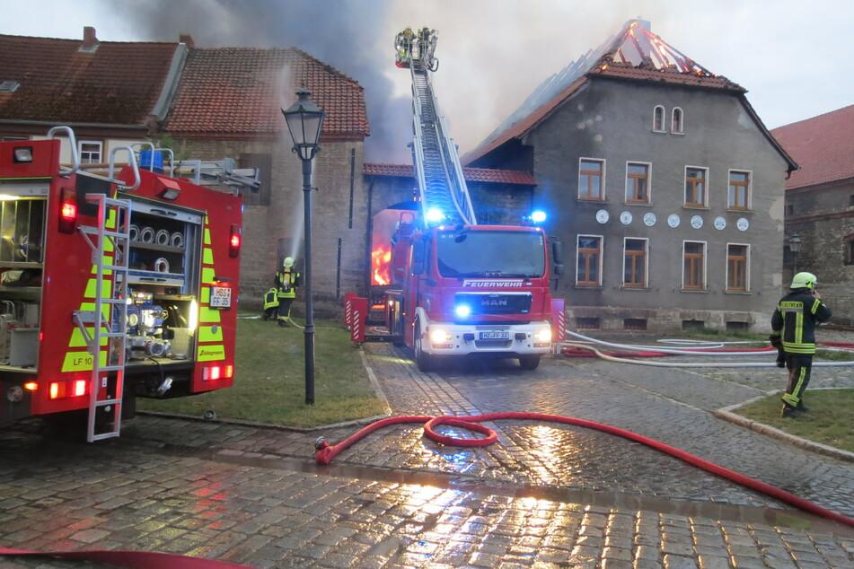 Rund 100 Feuerwehrleute waren am frühen Mittwochmorgen in Wegeleben im Einsatz.
