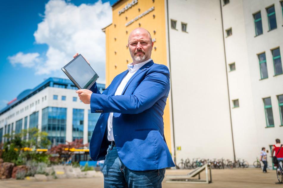 Nico Köhler (43, AfD) will Jugendliche vor Sex- und Gewaltseiten im Internet schützen.