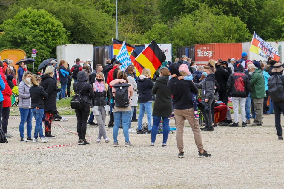 """Zu einer """"Querdenken""""-Demonstration in Nürnberg sind am Samstag weniger Teilnehmer gekommen als angekündigt."""