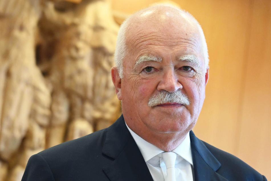 Der langjährige CSU-Spitzenpolitiker Peter Gauweiler kritisiert Parteichef Markus Söder für dessen Umgang mit der Maskenaffäre.