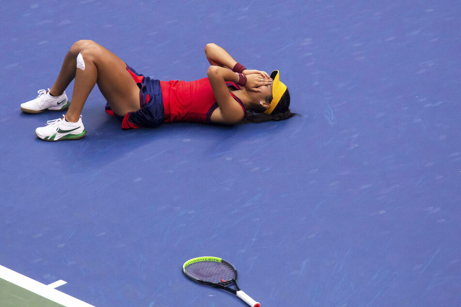The moment Emma Raducanu's ace confirmed her as the first qualifier to ever win a grand slam title.