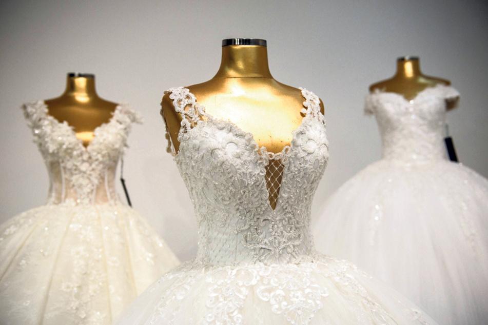 Rund 1800 Kleider hat der Brautmoden-Papst bereits in seinem Geschäft - er ist vorbereitet auf die kommende Hochzeitssaison. (Symbolbild)