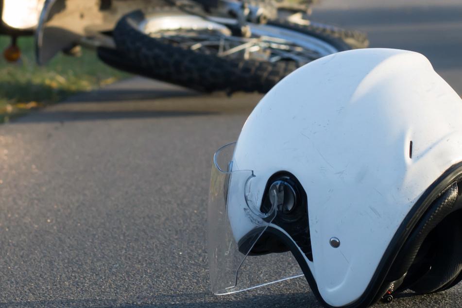 Der Motorradfahrer erlag seinen Verletzungen. (Symbolbild)