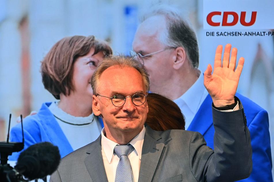 Ein glücklicher Sieger: Rainer Haseloff (67, CDU) führt nach ersten Hochrechnungen deutlich - AfD-Fans nehmen ihm das übel.