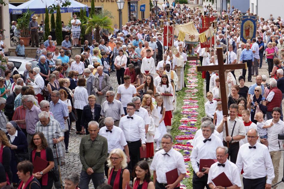 Katholiken feiern Fronleichnam, doch die Prozessionen müssen ausfallen