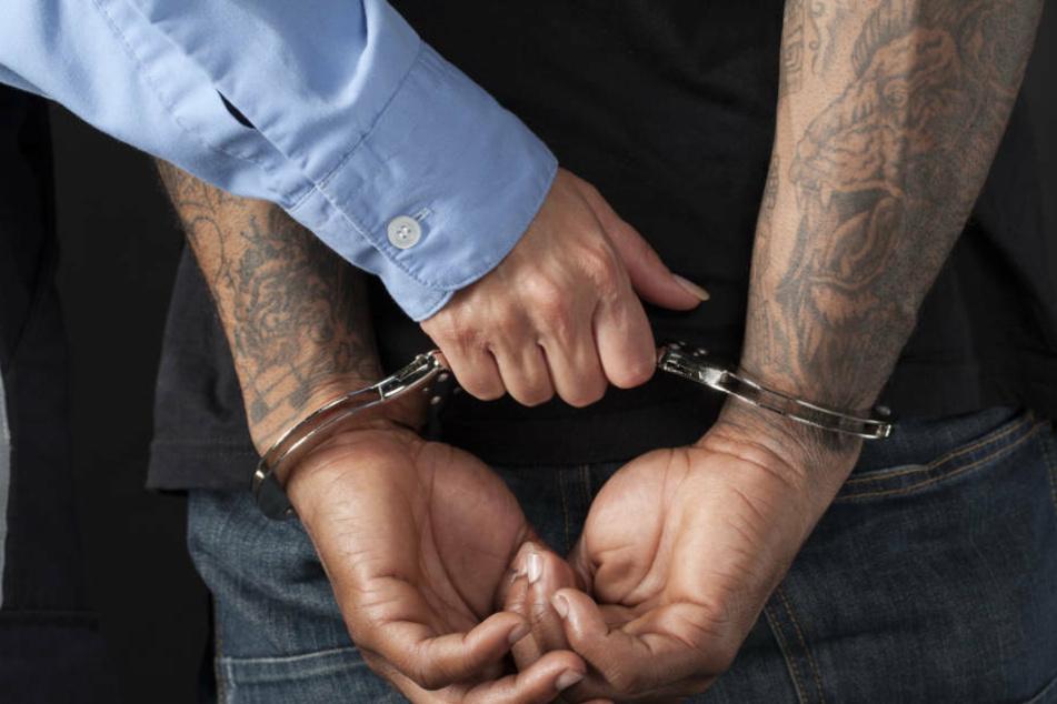 Nach der lebensbedrohlichen Messer-Attacke wurde der 23-Jährige zu sieben Jahren Knast verurteilt (Symbolbild).