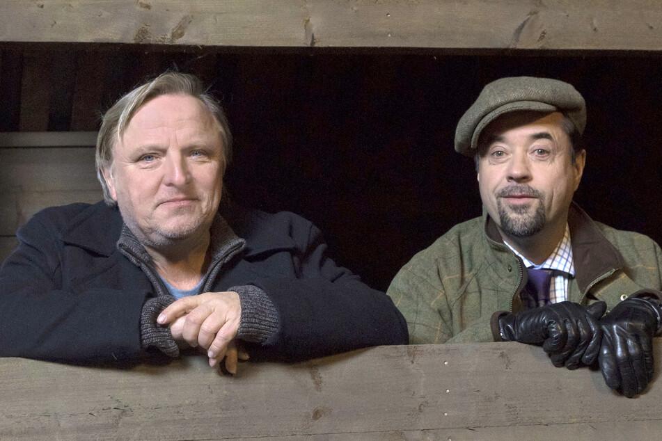 """Szene aus dem ARD-Tatort """"Fangschuss"""" mit Frank Thiel (l, Axel Prahl) und Prof. Karl-Friedrich Boerne (Jan Josef Liefers)."""