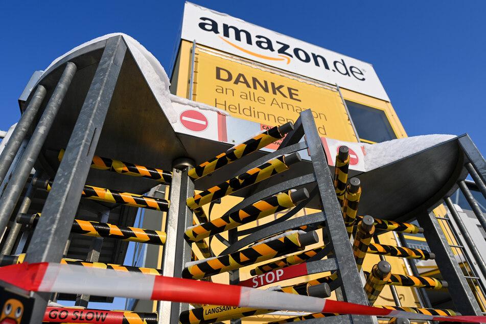 Wegen zu viel Schnee auf dem Dach: Amazon hat den Betrieb in Leipzig eingestellt.