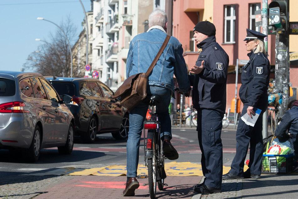 Die Polizei hat eine einwöchige Schwerpunktaktion zur Verhinderung von Radunfällen gestartet. (Archivbild)