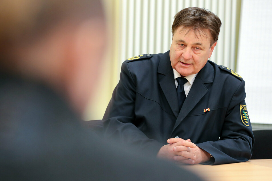 Üble Attacke auf Sachsens Ex-Polizeichef Merbitz!