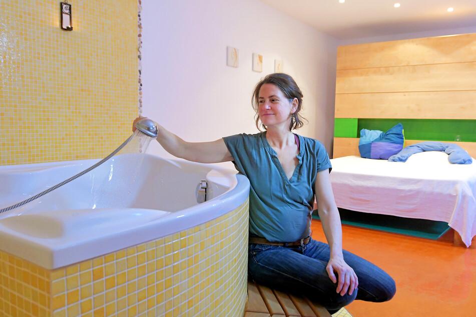 Hebamme Stefanie Möller (45) im Geburtsraum des Hauses.