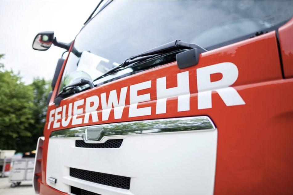 Die Feuerwehr evakuierte die weiteren Bewohner des Hauses. (Symbolbild)