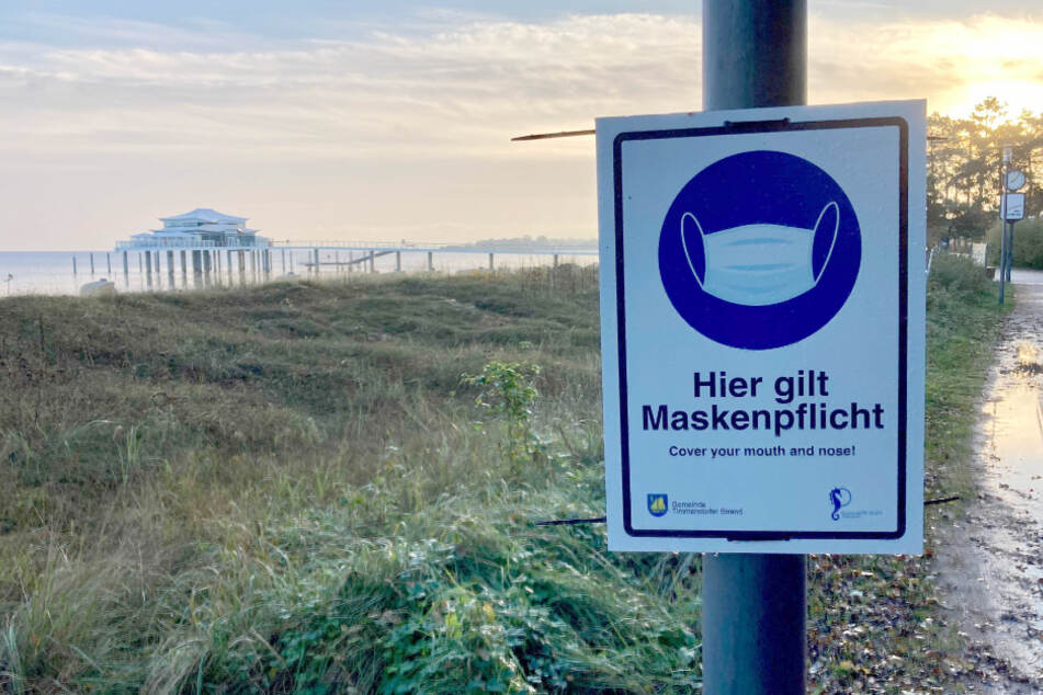 In Timmendorfer Strand gilt eine Maskenpflicht auf besonders belebten Straßen und Plätzen.