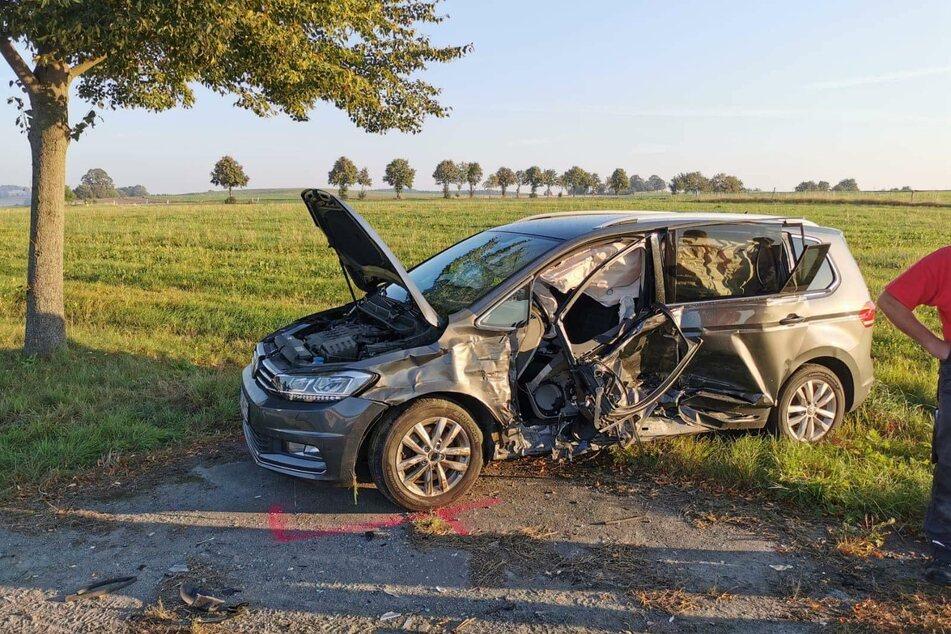 Der Ford krachte mit einem VW zusammen. Beide Fahrerinnen wurden bei dem Unfall verletzt.