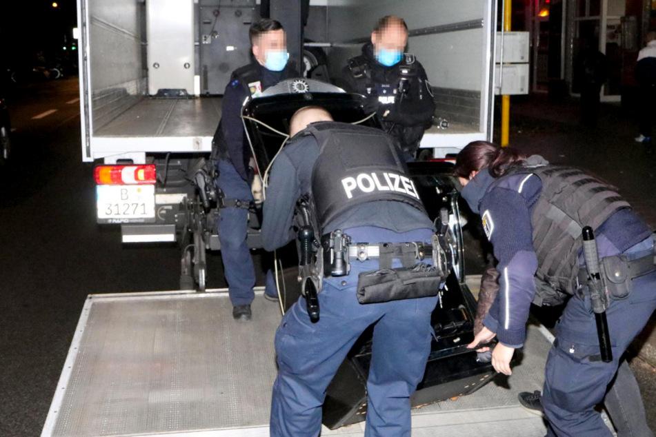 Polizei ermittelt gegen vier Personen: Mehrere Automaten in Alt-Treptow beschlagnahmt!