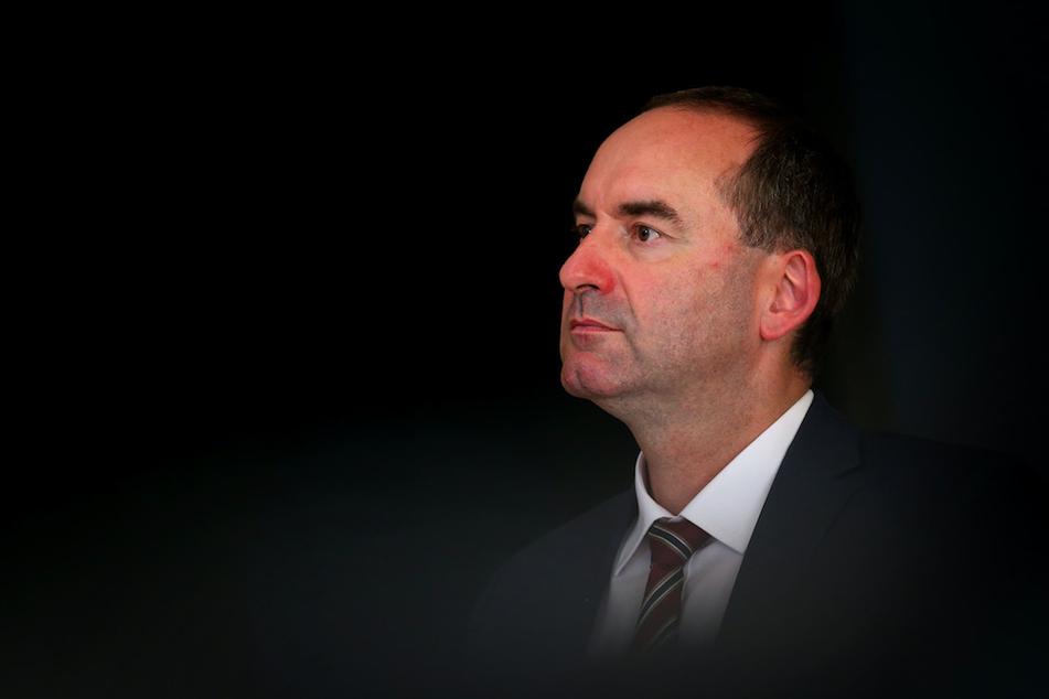 Hubert Aiwanger (50), Vorsitzender der Freien Wähler und bayerischer Wirtschaftsminister dringt auf Öffnung im Handel und im Tourismus.