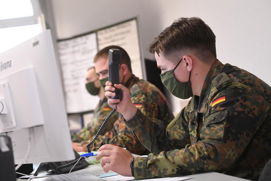 Soldaten unterstützten ein Gesundheitsamt bei der Corona-Kontaktnachverfolgung.