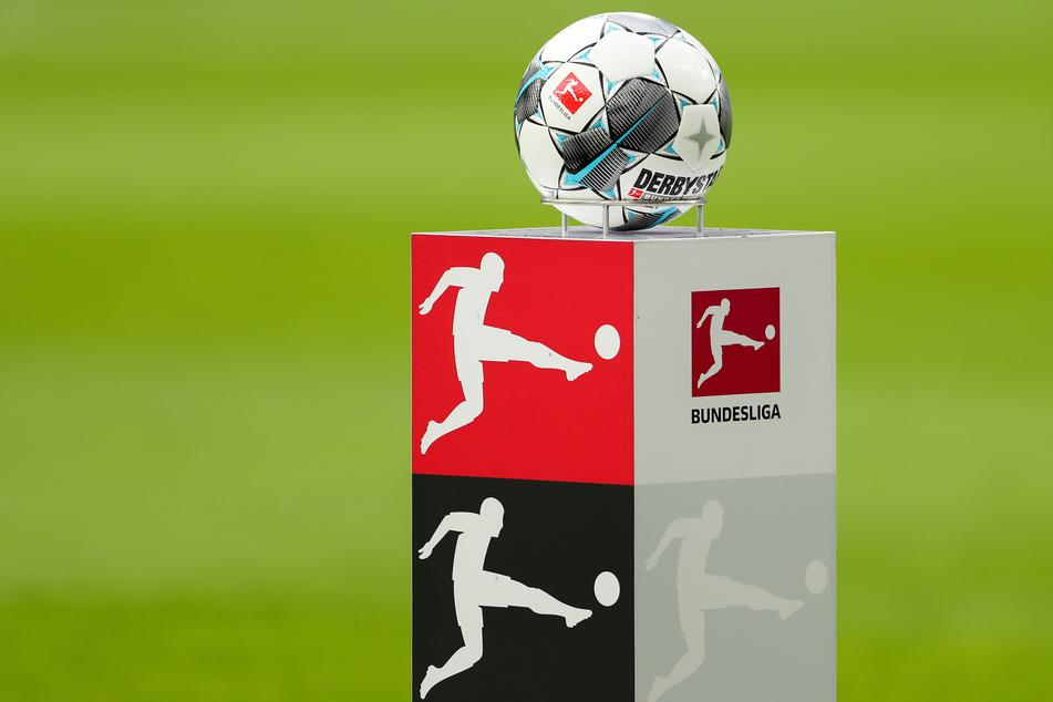 Der Pay-TV-Sender Sky bietet zum Neustart der 1. Bundesliga am Wochenende eine neue Audio-Option an.