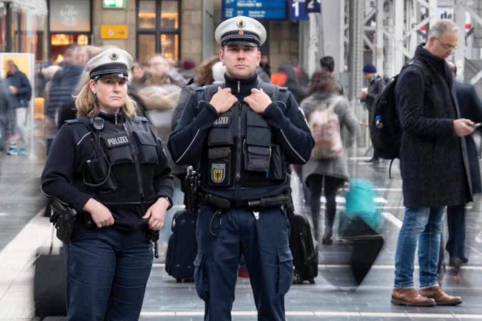Frankfurt: Zugbegleiter ruft Polizei: Mann mit 3,1 Promille im ICE eingeschlafen