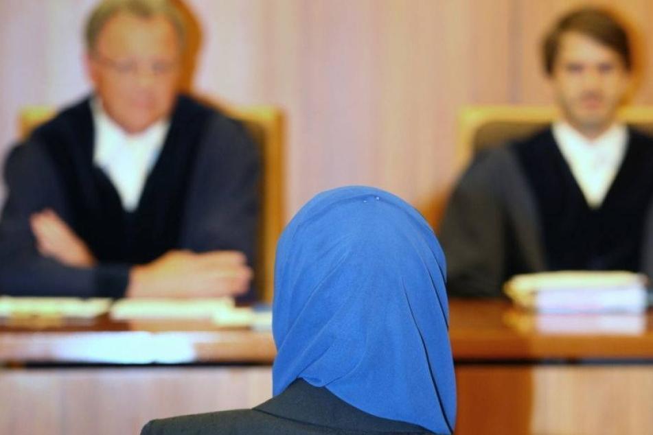 Kopftuch erlaubt! Muslima gewinnt gegen Bayerns Justiz
