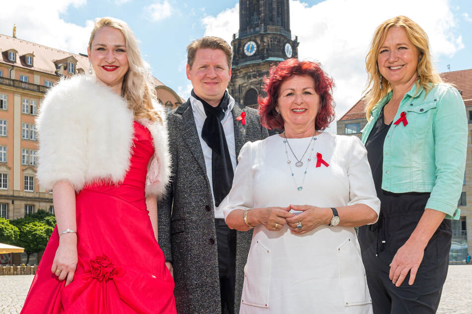 Beim Hope-Konzert dabei (v.l.): Sopranistin Steffi Lehmann (35), Tenor Martin Lattke (38), Gastgeberin Viola Klein (62) und Moderatorin Anja Koebel (52).