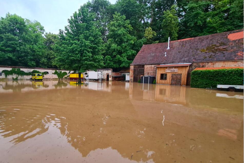 Sturzbäche überfluteten weite Teile von Landshut und ließen vielerorts die Keller volllaufen.