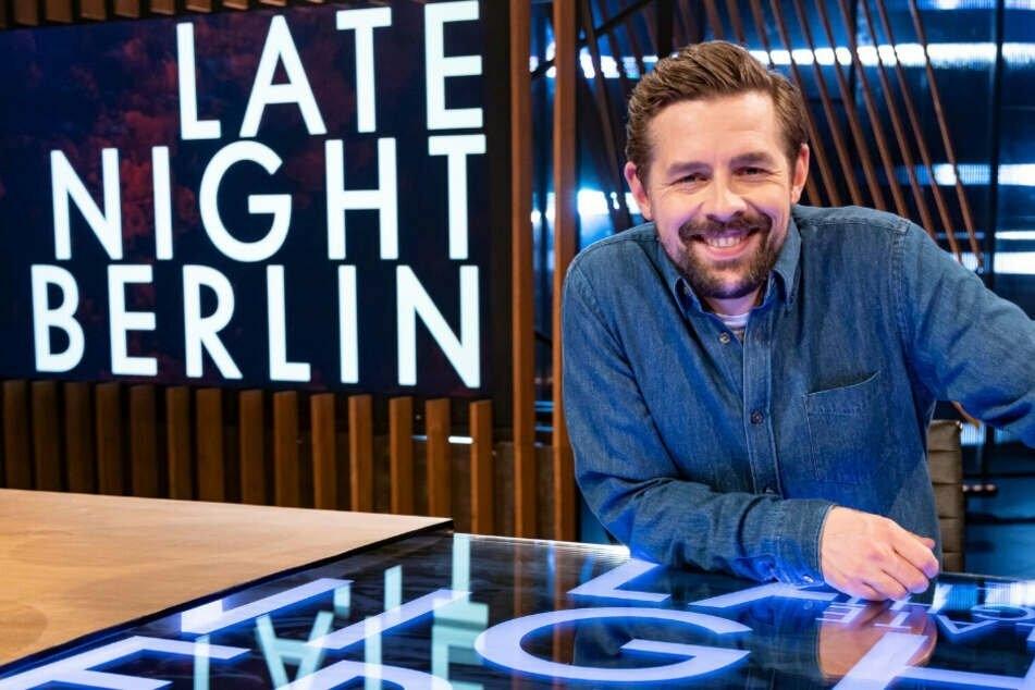 """Klaas Helfer-Umlauf (37) bekommt mit """"Late Night Berlin"""" einen neuen Sendeplatz und wird über die """"Masken"""" berichten!"""