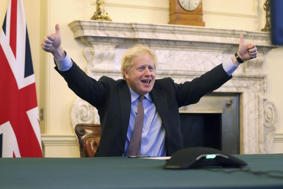 Boris Johnson (56), Premierminister von Großbritannien, jubelt nach der erzielten Einigung in den Brexit-Verhandlungen.
