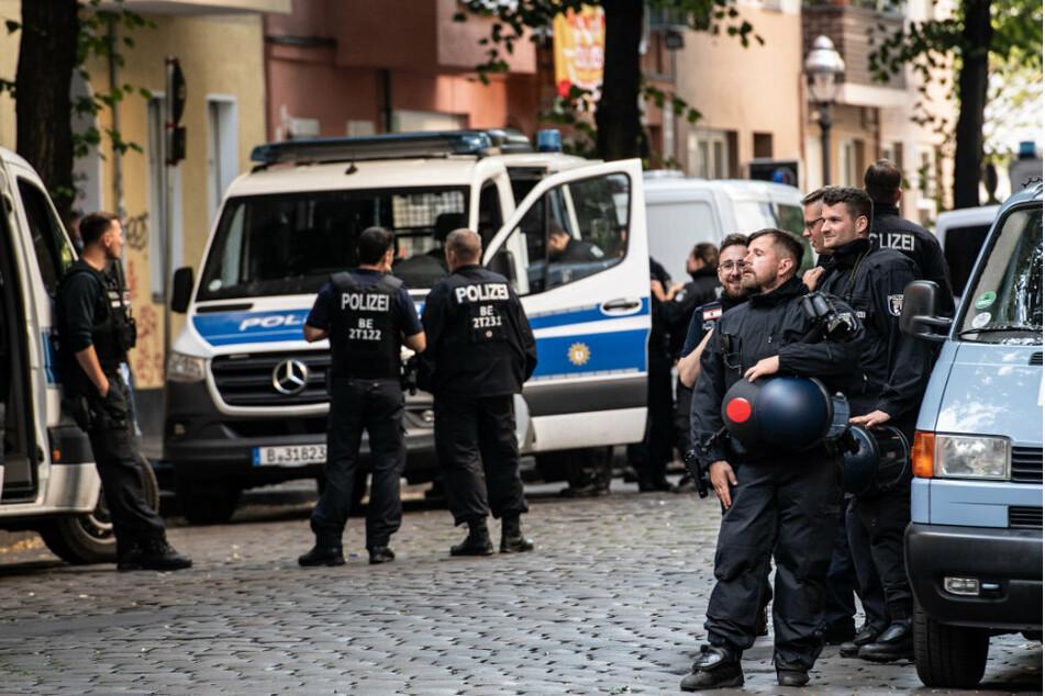 """Schwerverletzter Polizist nach Räumung der Kiez-Kneipe """"Syndikat"""": Polizei sucht Zeugen"""