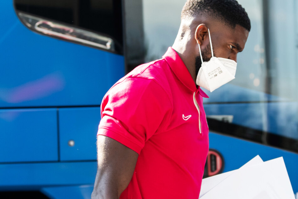 Samuel Umtiti (27) bei der Ankunft des FC Barcelona am Trainingslager Öschberghof.