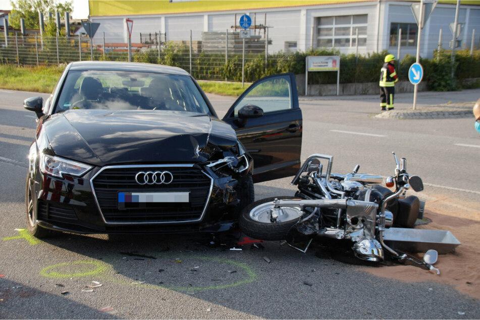 Laut erstren Erkenntnissen wollte der Biker wohl an einem Stau vorbei fahren, als sich das Auto in den Verkehr einreihen wollte.