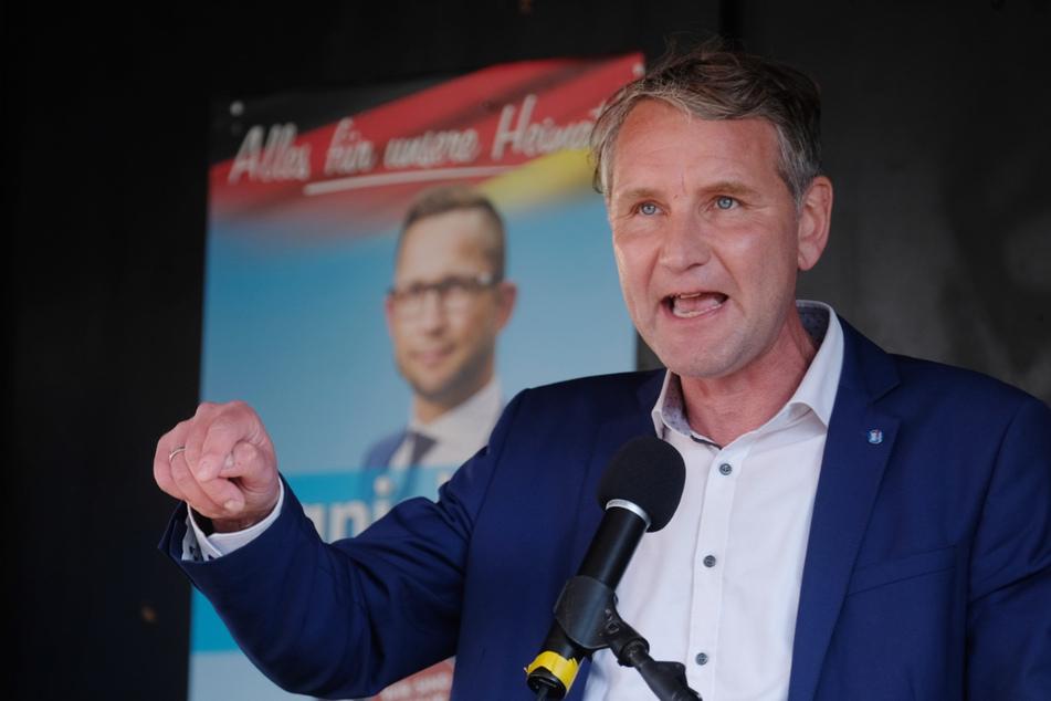 """Björn Höcke (49, AfD) spricht während einer Wahlkampfveranstaltung in Sachsen-Anhalt. Ist er """"Landolf Ladig""""?"""