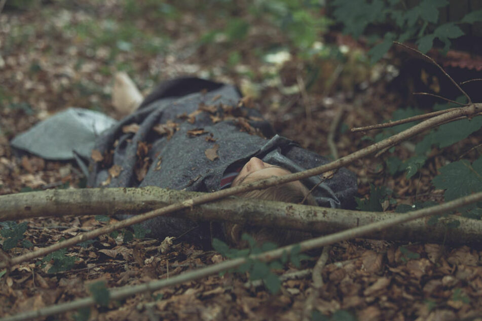 Im Dezember des Jahres 1990 war die Leiche der erst 19-Jährigen in einem Waldstück bei Ilmenau entdeckt worden. (Symbolbild)