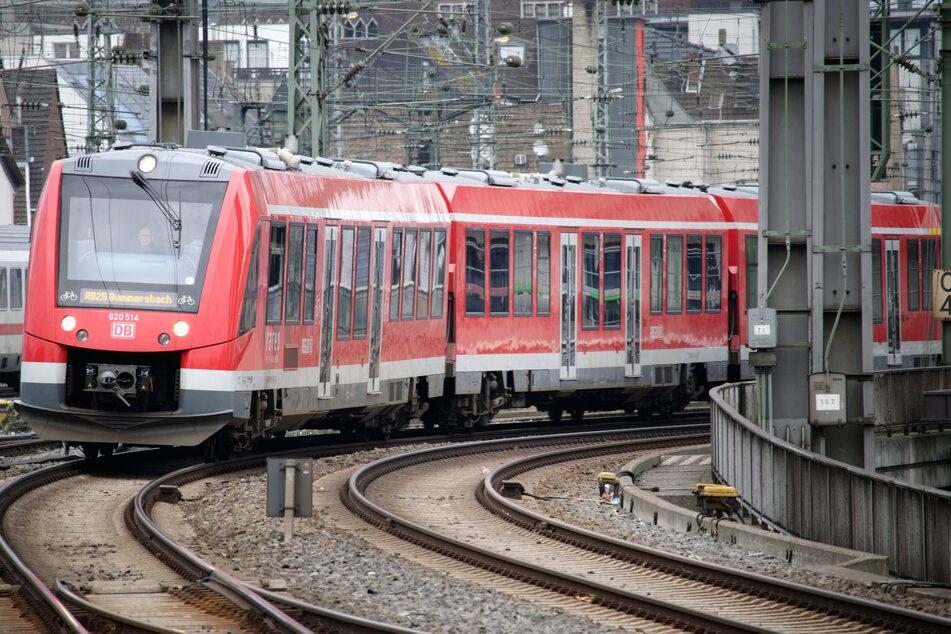 Die Deutsche Bahn nutzt die Osterferien für Bauarbeiten auf der Strecke zwischen Köln und Düsseldorf. (Symbolbild)