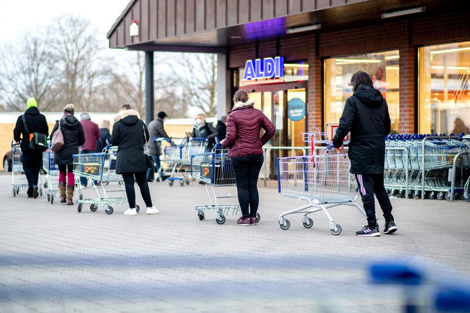Gründonnerstag bleiben alle Geschäfte geschlossen, am Karsamstag öffnen nur Lebensmittelläden.