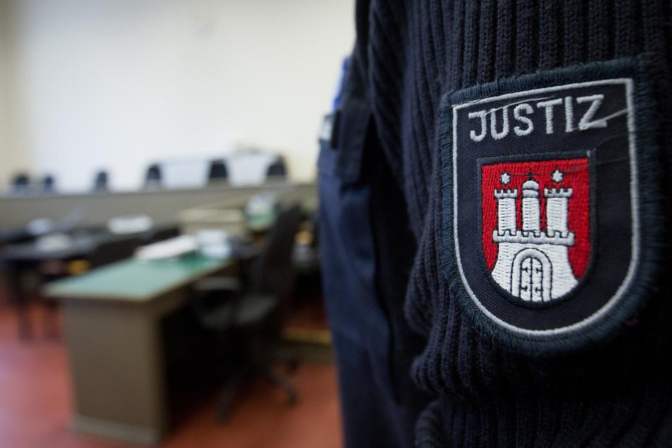 Unter Iden Beamten ist auch ein Mitarbeiter der Justizvollzugsanstalt Fuhlsbüttel, der seinen Dienst seit 2014 nicht mehr ausüben darf. (Symbolbild)