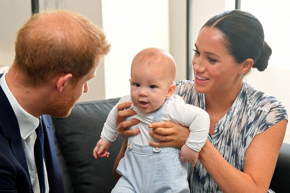 Schon zwei Jahre ist er jetzt alt: Archie Harrison, der Sohn von Prinz Harry (36) und Meghan (39).